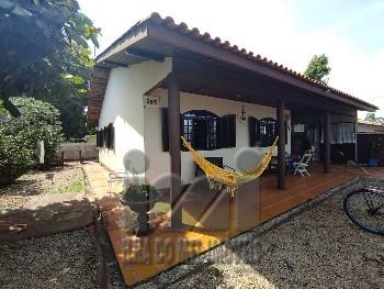 Casa com 3 dormitórios próximo ao mar em Ipanema