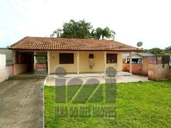 Casa com espaço de terreno em Pontal do Sul