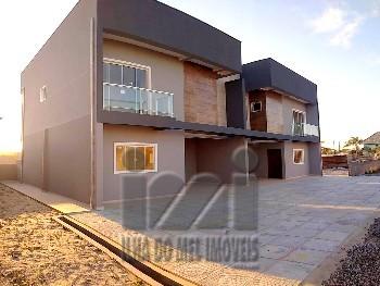 Dois sobrados com espaço e projeto para condomínio