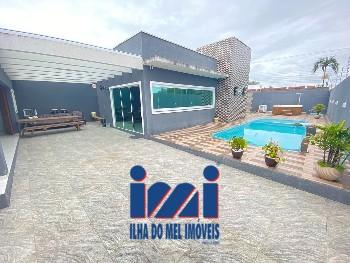 Casa de esquina alto padrão com piscina