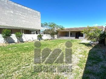 Casa no Balneário Inajá com amplo terreno