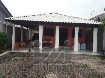 Casa com 4 dormitórios e espaço de terreno