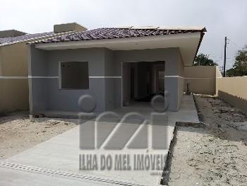 Casa nova com 3 dormitórios à 400m do mar