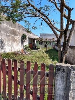 Casa com amplo terreno em Pontal do Paraná