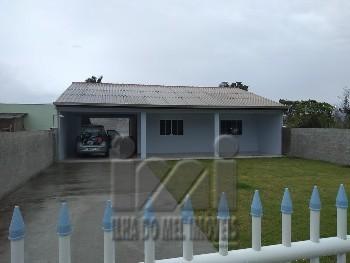 Casa com amplo terreno em Matinhos