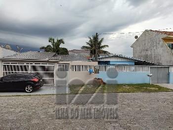 Casa com 2 suítes no centro de Praia De Leste