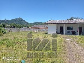 Casa com amplo terreno no Bairro Cohapar