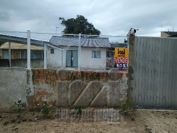 Casa com amplo terreno financiável