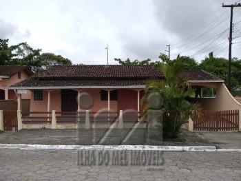 Residência esquina com suíte no Guarapari