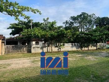 Residência com amplo terreno em Pontal do Sul