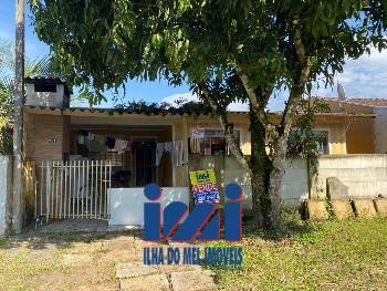 Residência com 3 dormitórios em Guaratuba