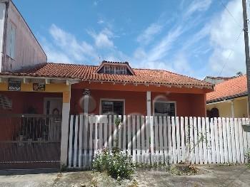 Casa com piscina na faixa do mar Praia de Leste