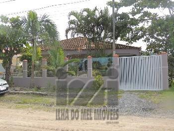 Casa 2 dormitórios com piscina em Matinhos