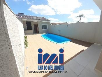 Casa com piscina a 350 metros do mar