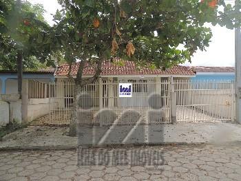 Duas residências com piscina em Matinhos