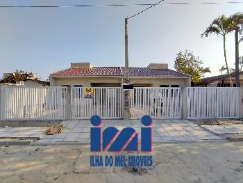 Casa com piscina apenas 100 metros da praia