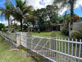 2 terrenos com casa e piscina em Pontal do sul