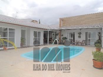 Casa com 4 quartos, com piscina faixa mar