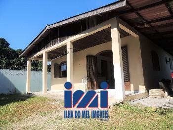 Casa com 03 quartos em Pontal do Sul