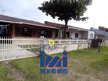 Duas residência com amplo terreno no Praia Grande