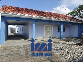 Casa averbada centro Praia de Leste