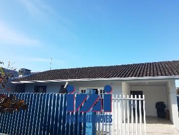 Casa com 03 dormitórios no Piçarras