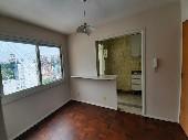 Vende apto 2 dormitórios c/ garagem Bairro Centro